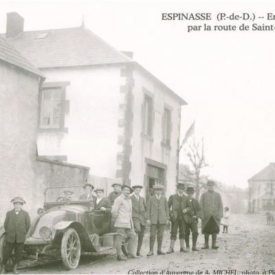 L'entrée du bourg par la route de Saint-Gervais-d'Auvergne