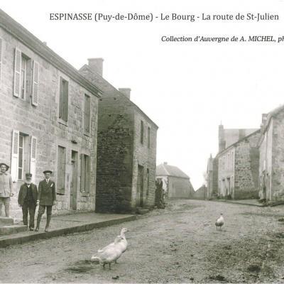 L'entrée du bourg par la route de Saint-Julien-la-Geneste